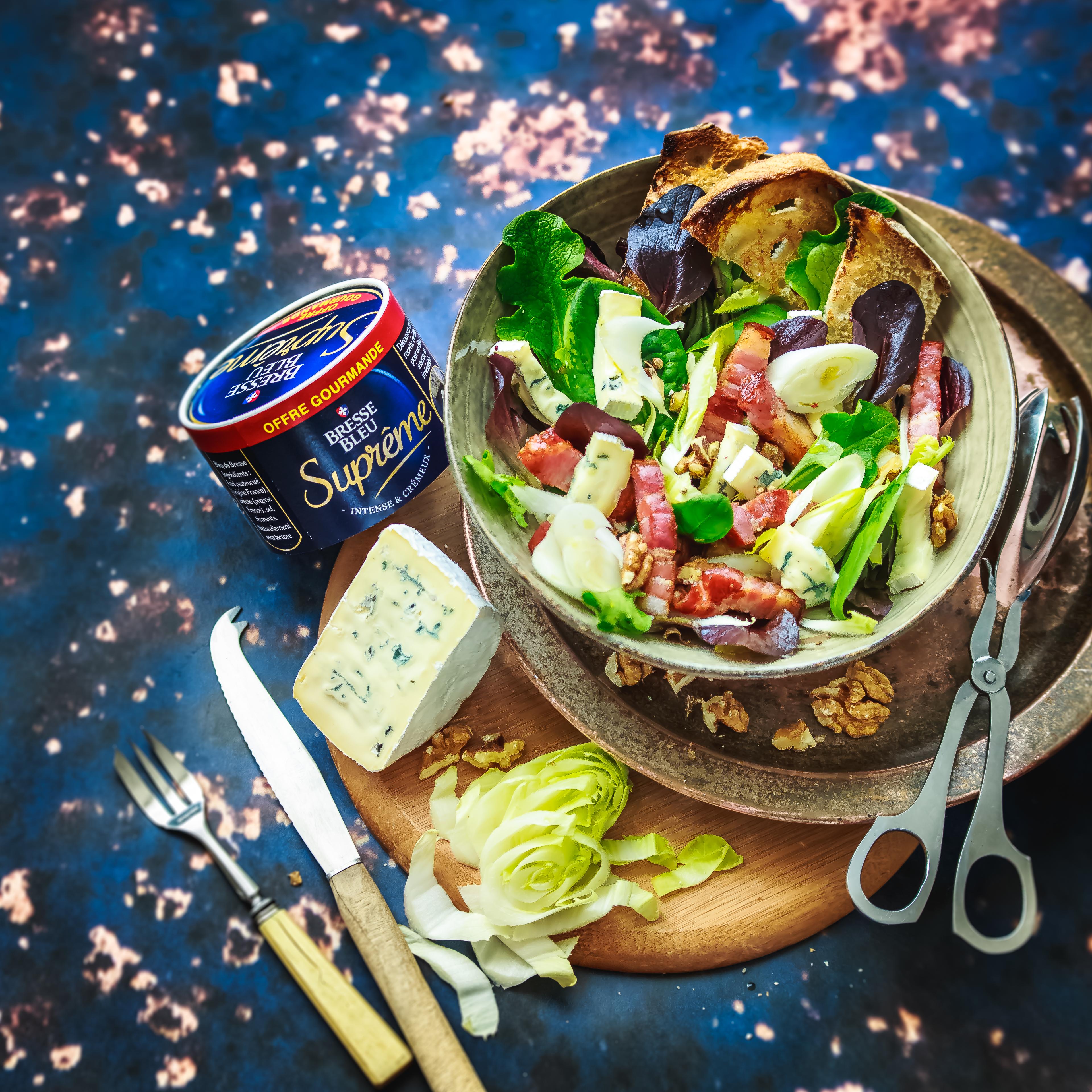 Salade au Bresse bleu, lards, endives, noix et endives