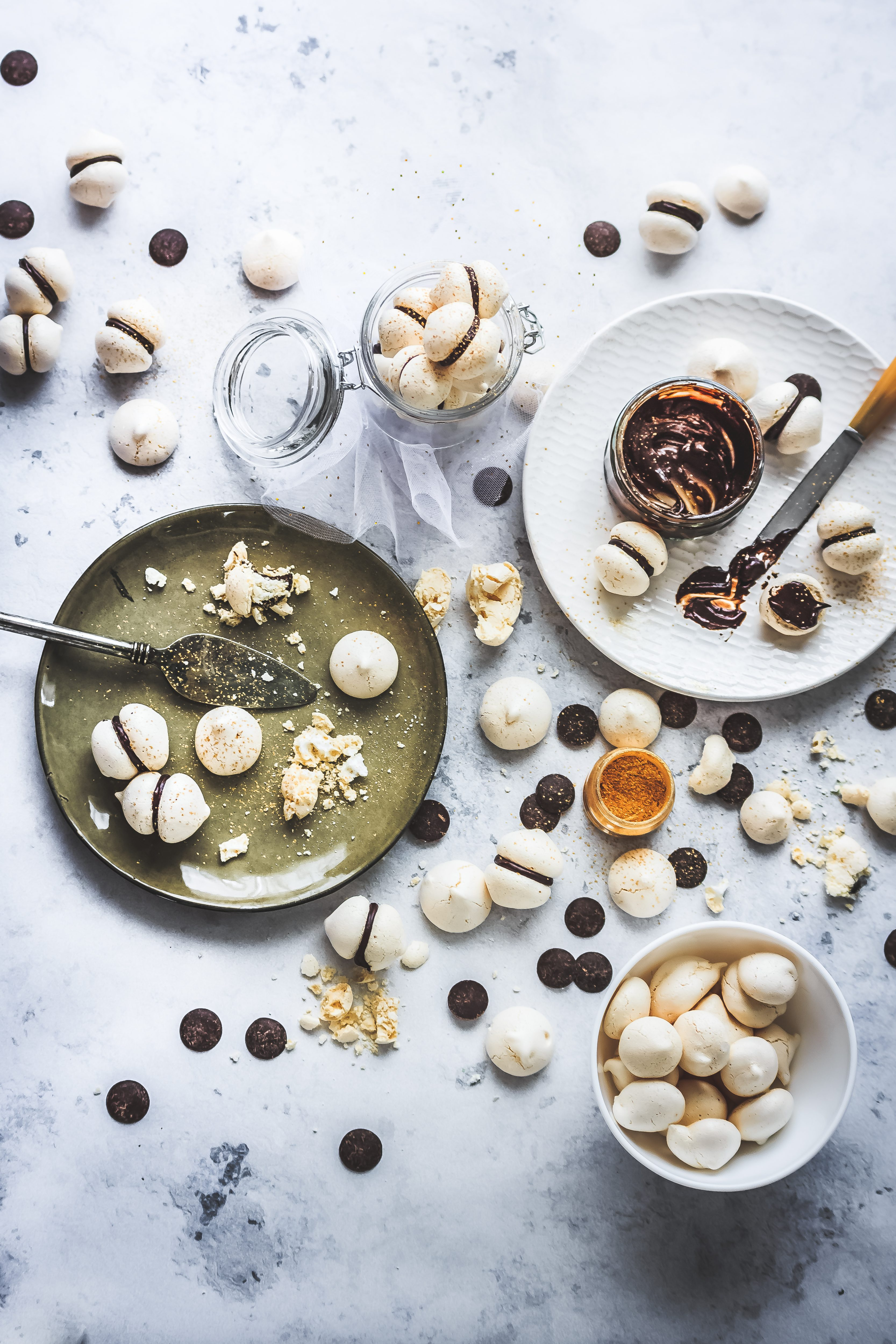 Duos meringués ganache chocolat, et poudre d'OR.