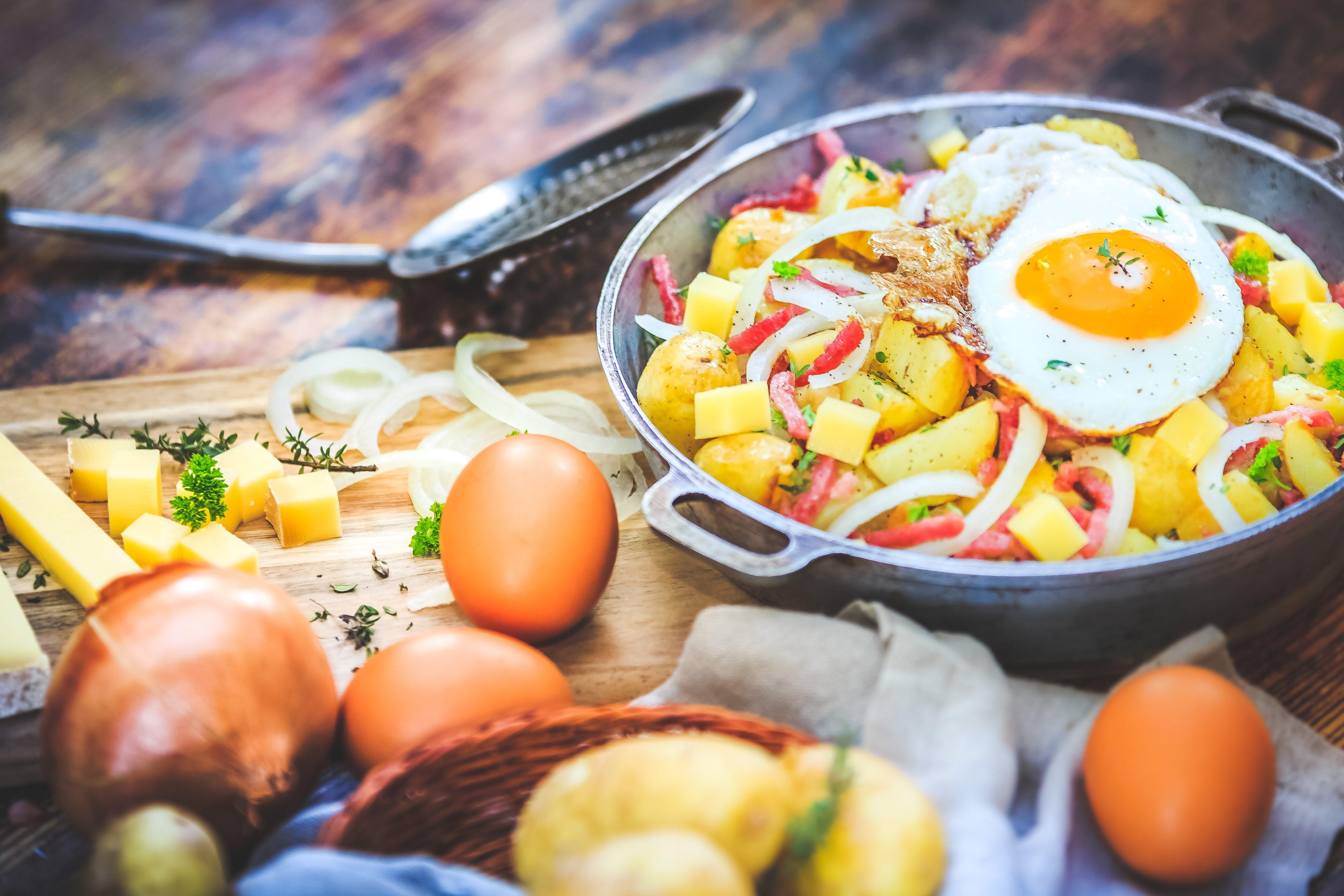Recette Poêlée gourmande de pommes de terre, oeufs, Comté…
