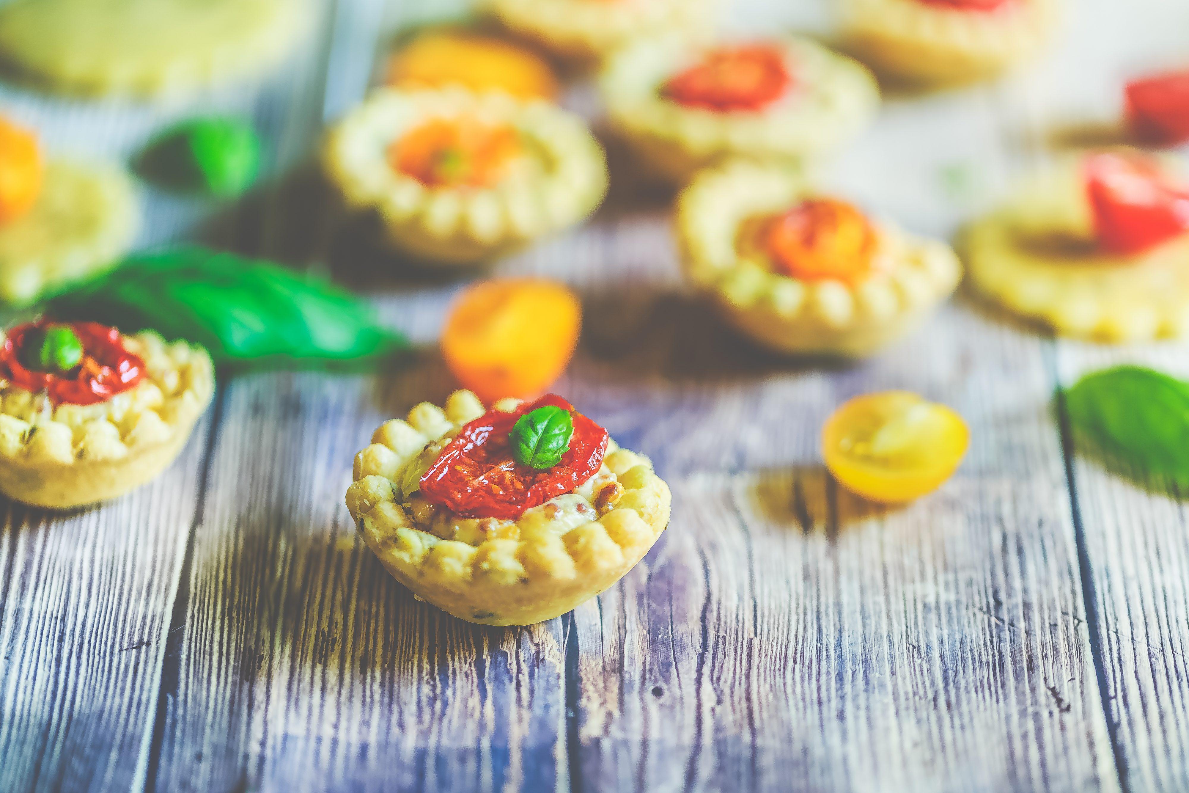 Recette Mini-tartelettes basilic moutarde et tomates cerises