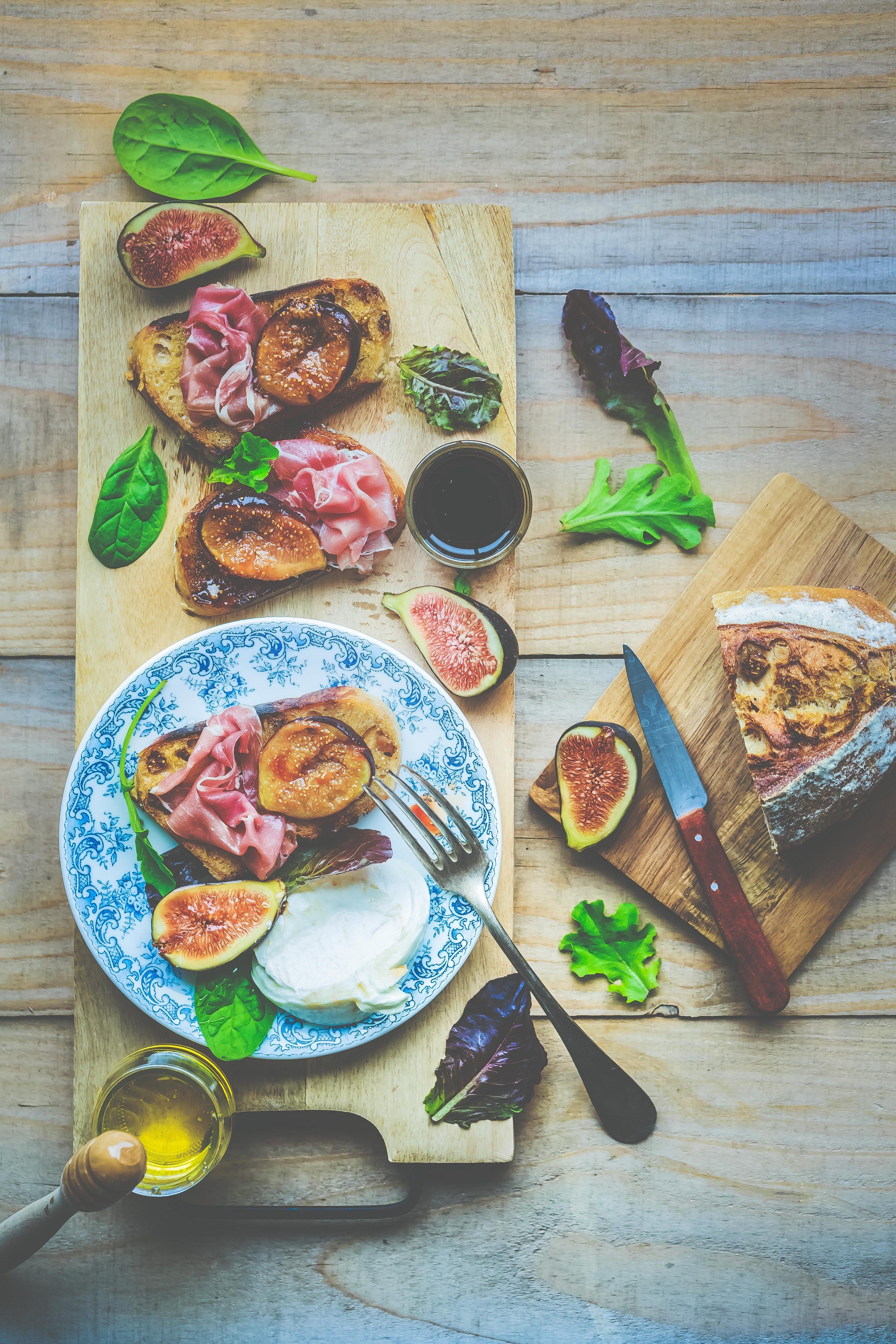 Recette Tartines aux figues rôties, jambon de parme, Burrata