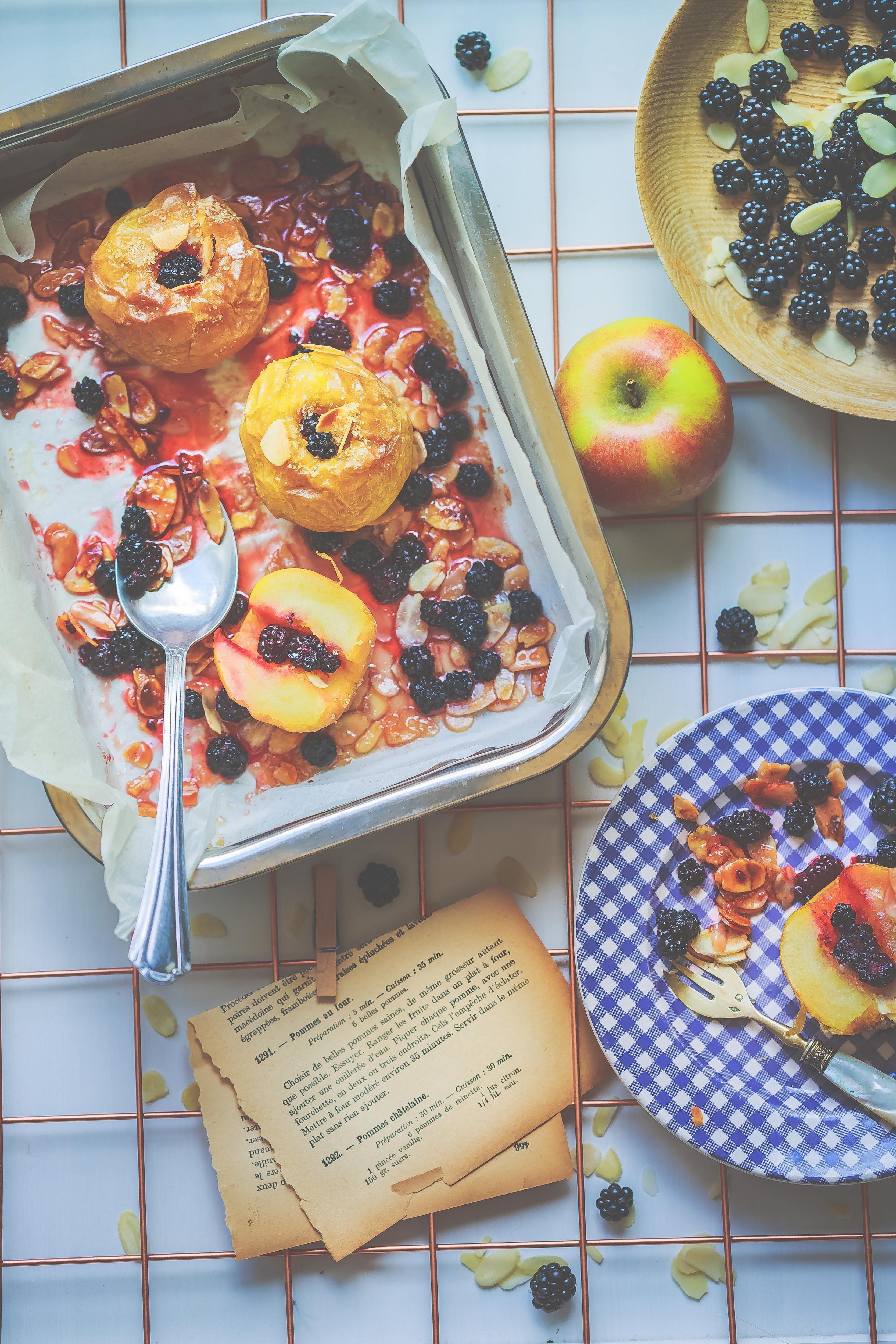 Recette Pommes au four aux mûres et amandes caramélisés.